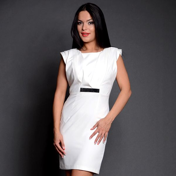 Dámské bílé šaty s černou sponou Simonette