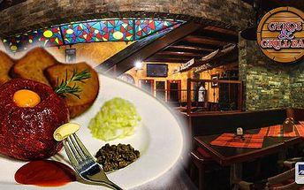 Pochutnejte si na 300 g hovězího tataráku s kapary a hrubozrnnou francouzskou hořčicí! K tomu 10 topinek s česnekem a svěží letní salátek!Navštivte restauraciGyros & Grill Bar ve Frýdku Místku.