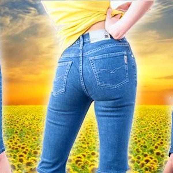 Není nad pohodlí a klasiku v podstatě nezničitelných stretch jeansových kraťasech.Kalhoty jsou ve tříčtvrtečním provedení. Ohrnutím spodního lemu nohavice je můžete zkrátit nad kolena.