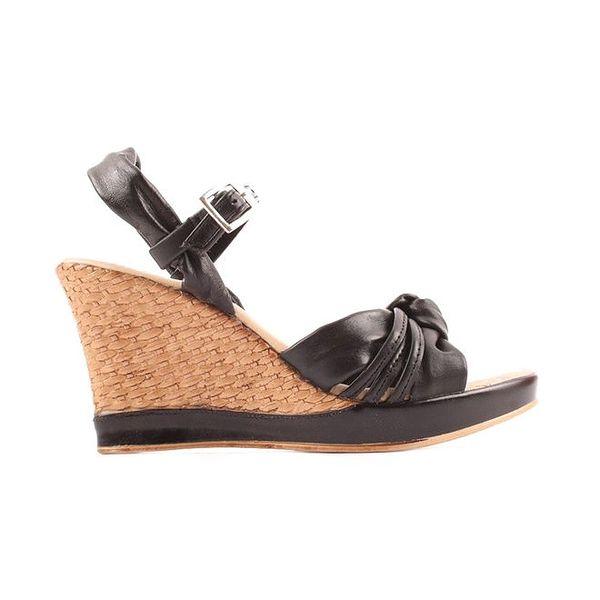 Dámské černé sandálky na klínu Toscania