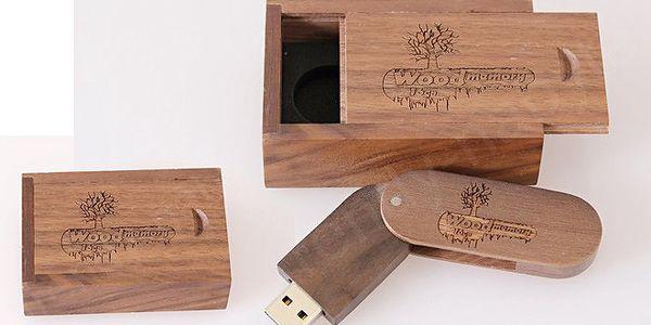 Exkluzivní dřevěný flash disk s kapacitou 16 GB