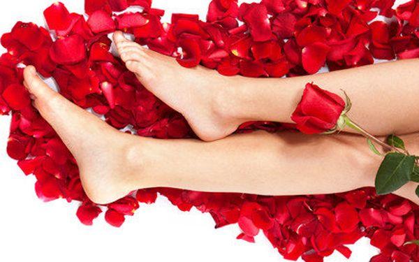 Růžové potěšení pro vaše nožky s příjemnou SPA pedikúrou