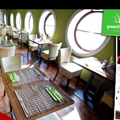 Tříchodová večeře na lodi green yacht pro dvě osoby se slevou 48 %: vychutnejte si každé sousto z vytříbeného menu v oáze klidu na vltavě.