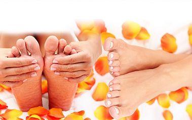 Dopřejte svým nožkám krásu, čistotu a dokonalost díky suché pedikúře s peelingem, masáží a změkčovacímu krému za 149 Kč na Praze 4! Hurá do žabek a letních sandálů! Nebojte se ukázat své nohy!