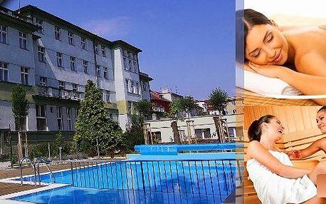 Pobyt v hotelu roku 2012 Wellness hotel Central*** Klatovy- regionální vítěz prestižní soutěžeCzech Hotel Awards 2012.Čeká vásmasáž vonnými olejíčky,volný vstup dovnitřního vyhřívaného bazénu,finské sauny, solné sauny, sluneční louky.