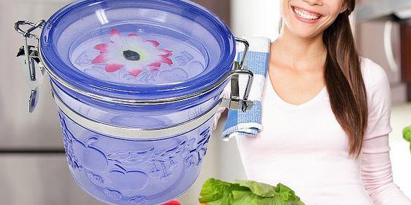 Modrá dóza s květinovým víčkem