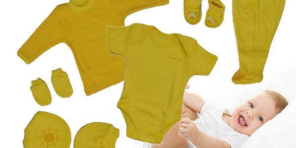 Žlutá souprava oblečení pro miminka