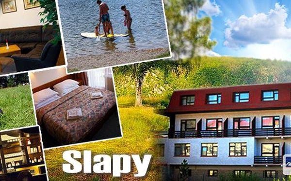 Pobyt přímo u vodní nádrže Slapy! Relax v Hotelu Fousek na 3,4 nebo 7 dní pro 2 osoby se snídaní, balkonem, slevou na šlapadla, welcome drinkem, zapůjčením badmintonových raket a mnoho dalšího!