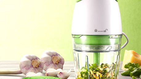 Multifunkční sekáček k sekání bylinek, oříšků, cibule a zeleniny.