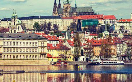 Dvě nebo tři hodiny vyhlídkové plavby lodí po Praze s rautem!