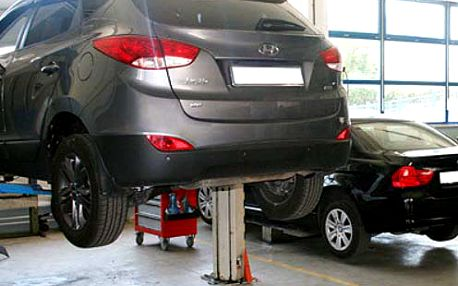 Údržba auta v Dúbravke