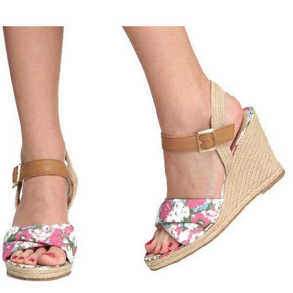 Dámské květinové sandálky na klínku Derhy