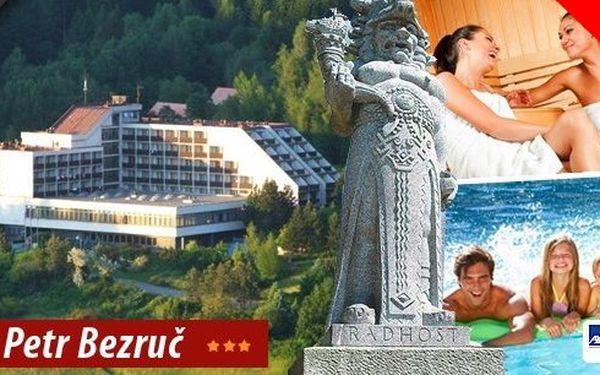 Hotel Petr Bezruč*** v Beskydech! Pobyt na 3 dny pro 2 osoby s bohatou polopenzí, vstupem do bazénu se slanou vodou a čekají vás také wellness procedury! Krásná příroda a okolí vás uchvátí!