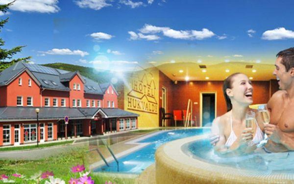 Aktivní relaxace v beskydech, v krásném hotelu hukvaldy! Tři dny včetně polopenze a neomezeného vstupu do krásného wellness centra s bazénem! Jen 2999 kč pro dva!