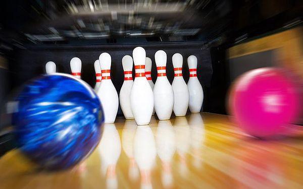 Pronájem bowlingové dráhy na hodinu až pro 8 osob v pražské herně Bowling v Továrně
