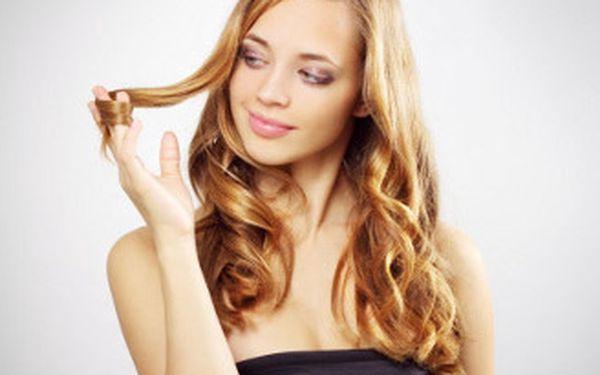 Barva, střih, mytí, maska, foukaná a finální styling pro jakoukoliv délku vlasů kosmetikou L´oreal a Elgon.