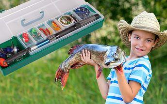 Obdarujte malých rybářů sadou v praktickém kufříku, ve kterém najdete teleskopický prut, naviják, háčky a další příslušenství potřebné v začátcích rybolovu.