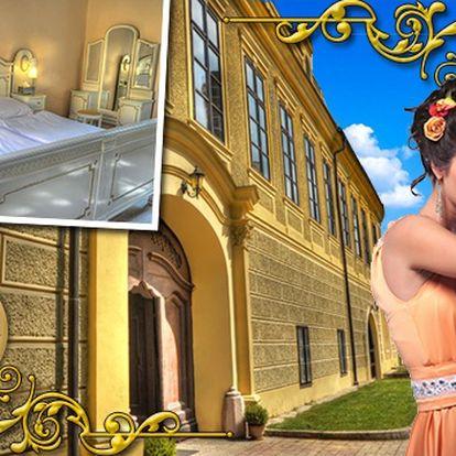 Pohádkový pobyt pro dva na zámku Hostačov. Královská atmosféra, bohaté snídaně, poukaz na večeři, neomezeně venkovní bazén, knihovna a herna a láhev výtečného australského vína navíc