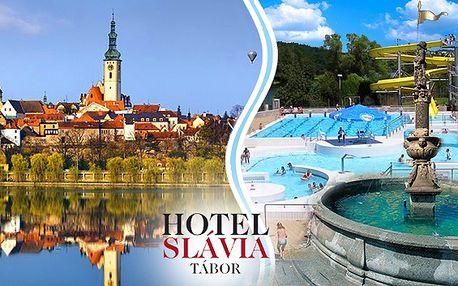Historický Tábor pro 2 a dítě do 6 let zdarma. Nádherné centrum města, láhev vína na pokoji, lahodné snídaně a spousta výletních cílů včetně moderního aquaparku v hotelu Slávia v Táboře.