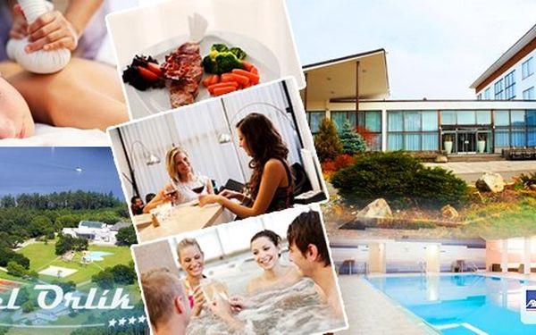 Pobyt pro 2 osoby na 3 dny s polopenzí v Hotelu Orlík na břehu Orlické přehrady. Užijte si neomezené luxusní wellness - vyhřívaný bazén, vířivku, saunu. V ceně navíc masáž zad a šíje, sleva na segwway a překvapení na pokoji!