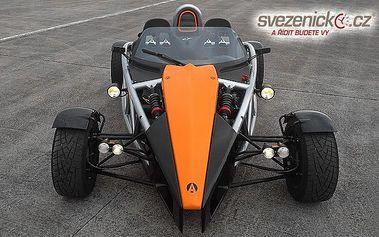 Jízda po letišti v Ariel Atom 3 - jednom z nejrychlejších aut na světě