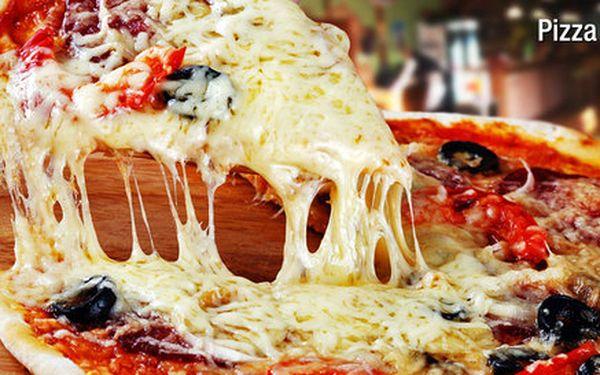 2 znamenité pizzy v restauraci Pizza Capranica