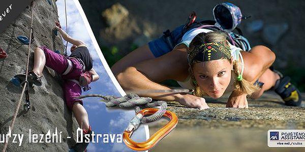 Horolezecký kurz na venkovní cvičné stěně v Ostravě. 2 hodinový kurz nebo kurz o délce 6x 2 hodiny. Staňte se horolezcem snadno a rychle! Využijte jedinečnou šanci a podívejte se na svět z úchvatné výšky!