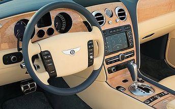 Profesionální čištění automobilu s možností tepování sedaček nebo impregnace kůže
