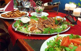 Beskydské prkno plné grilovaných specialit v restauraci Gyros & Grill Bar