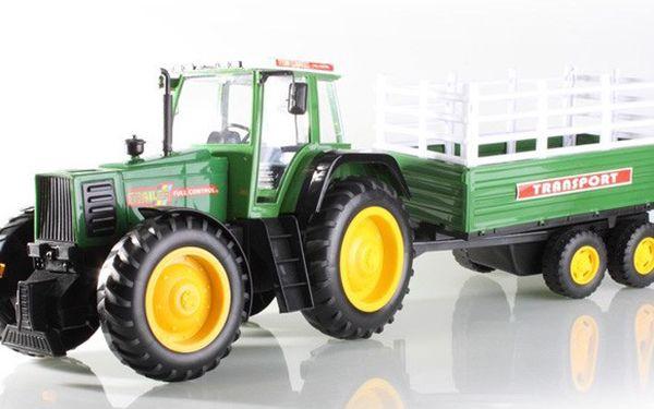 RC traktor na dálkové ovládání