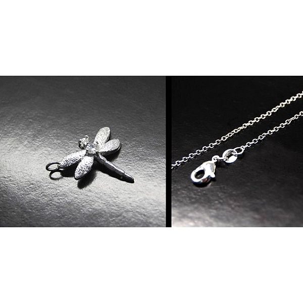 Stylový ODONATA přívěšek ve tvaru vážky vyroben postříbření ušlechtilého kovu kvalitním stříbrem!