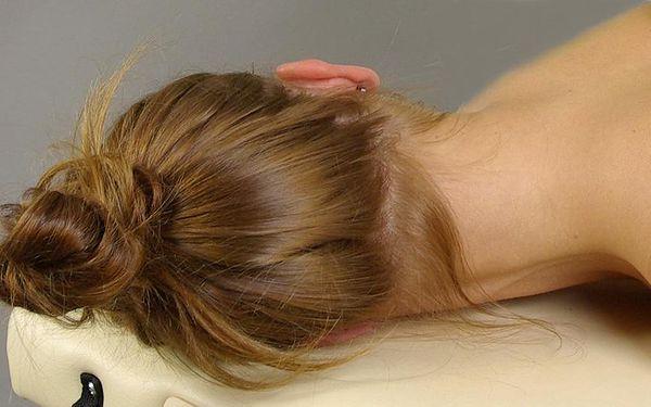 INDICKÁ MASÁŽ HLAVY. Tato uvolňující masáž Vás zbaví nervozity, napětí a má antistresové účinky. Masáž trvá 20-30 minut.