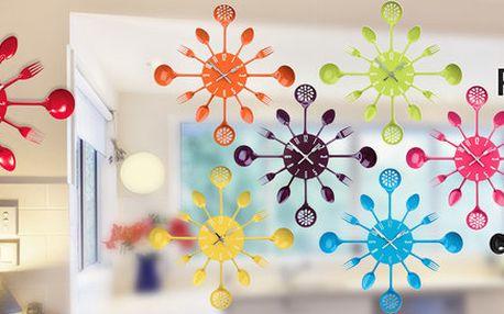 Designové nástěnné hodiny s motivem příborů