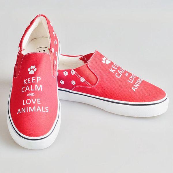 Dámské červené boty s nápisem a tlapkami The Bees