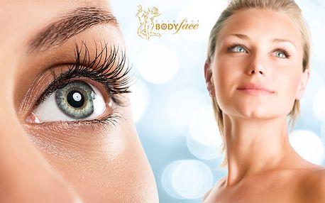 Mikroinjekční aplikace séra proti kruhům pod očima