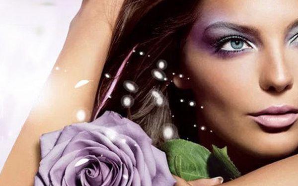 Regenerujíci a vyživující kosmetické ošetření pleti s fotonovou terapií