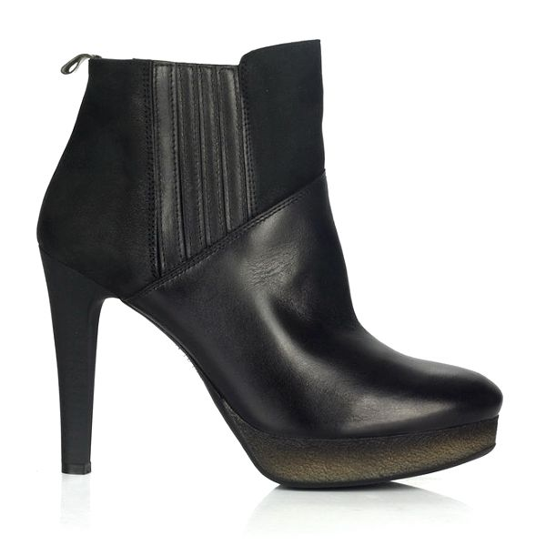 Dámské černé kožené kotníkové boty na podpatku Joana and Paola