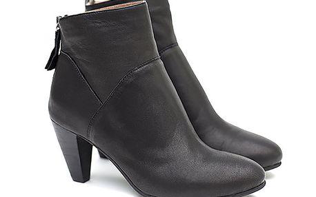 Dámské černé kotníčkové boty Shoe the Bear