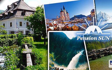 3 dny pro 2 osoby se snídaní v rakouských Alpáchv českém pensionu SUN, kde se domluvíte česky!Lyžování, advent v Mariazellu, wellness v solných lázních, vodopády, horská jezera. Děti do 10 let jen 5 € za noc se snídaní!