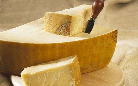 500 gramů pravého sýra Parmiggiano Reggiano z Itálie