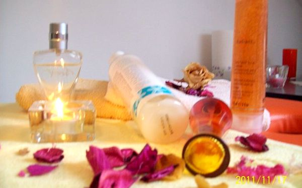 Celotělová masáž indickým santalovým olejem