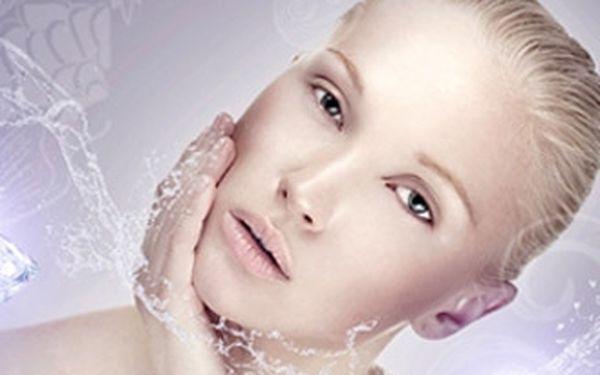Exkluzivní hodinové ošetření pleti pomocí diamantové mikrodermabraze včetně kvalitní masky a séra.
