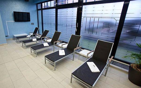 Vířivka, sauna, relax, pivo a fotbal! PRIVÁTNÍ VEČER až pro 8 osob v luxusním sportcentru ve Vokovicích!