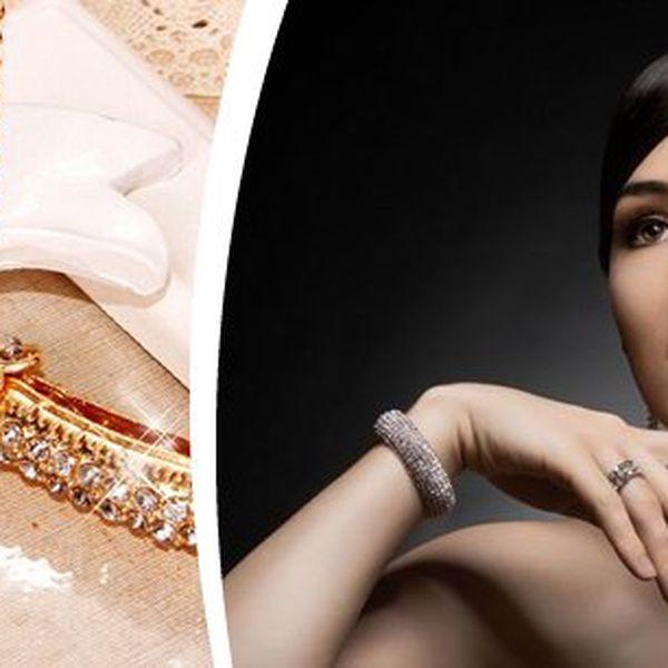 Dámský náhrdelník s přívěskem ve tvaru lusku a poštovným zdarma! Originální a velmi elegantní doplněk posázený kamínky, dostupný ve zlatém i stříbrném provedení. Potěšte své dámy tímto netradičním náhrdelníkem!