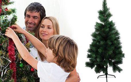 Jako živý! Umělý vánoční stromeček v dekoru borovice