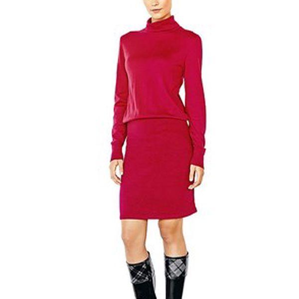 Dámské červené šaty obepínající postavu