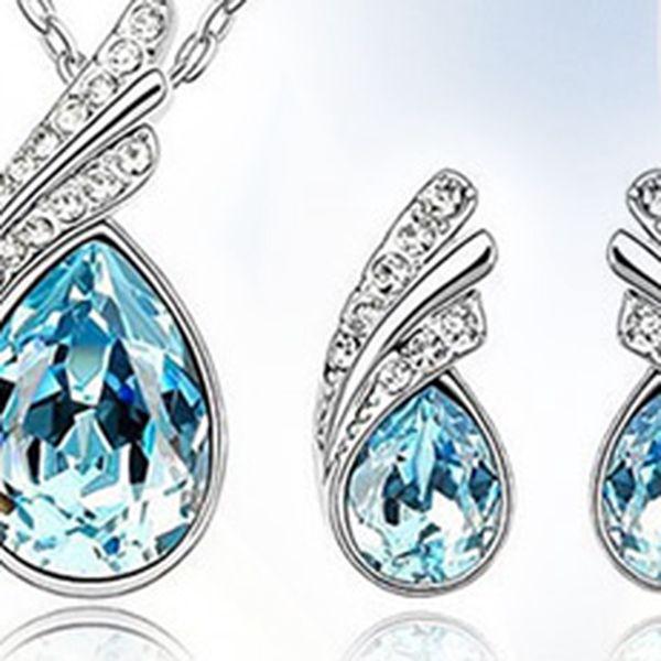 Luxusní set náušnic a náhrdelníku osázený kamínky v dárkové krabičce.