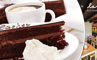 Káva a Sachrův dort v La Botte