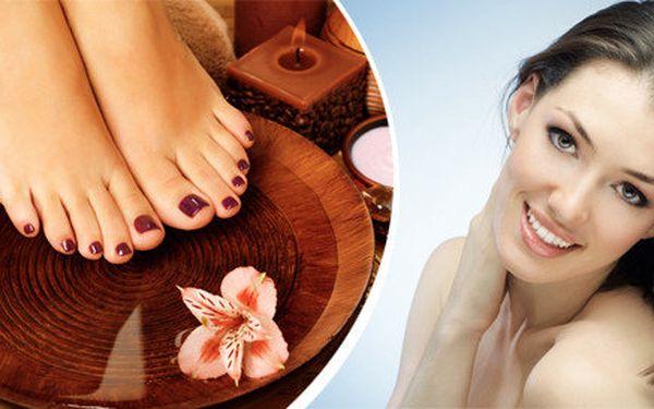 Kompletní pedikúra nebo profesionální ošetření přírodní kosmetikou