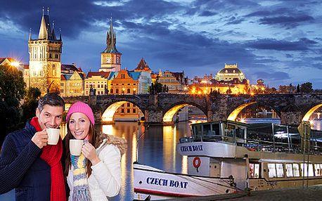 Plavba po Vltavě adventní Prahou s cukrovím a koledami